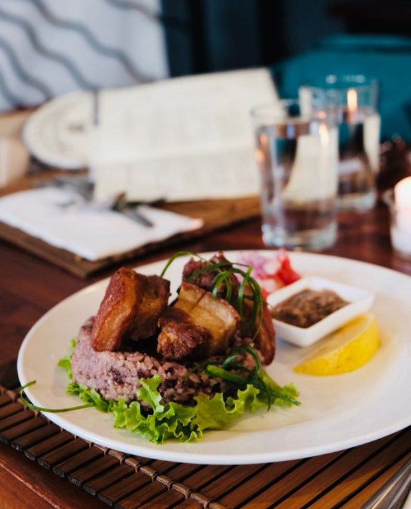 Bagnet at Cafe by the Ruins