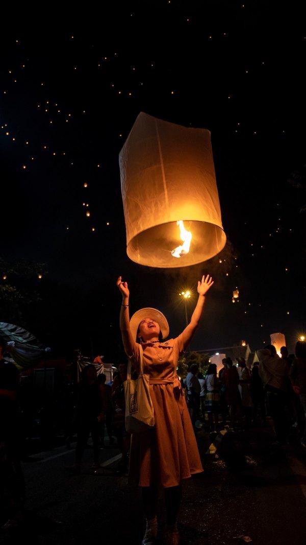 Loi Krathong the Festival of Lights in Chiang Mai by Robert Metz via Unsplash
