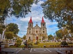 Molo Church photo by Allan Jay Quesada via Wikipedia CC