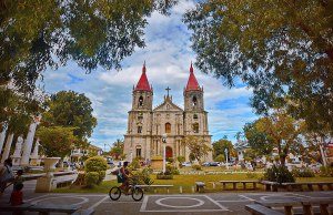 Molo Church photo by Allan Jay Quesada via Wikipedia CC