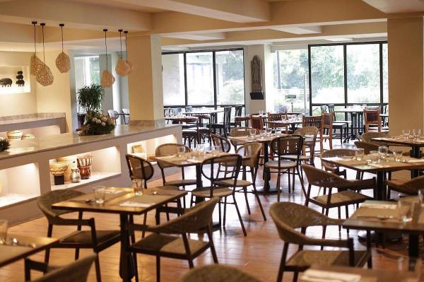 Plum Restaurant Interior