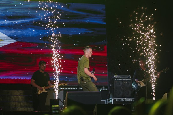 Bamboo rocked the night with his amped up performance. Photo by Forthinker Inc
