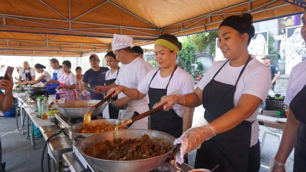 Contestants of the Balut sa Puti Festival culinary contest