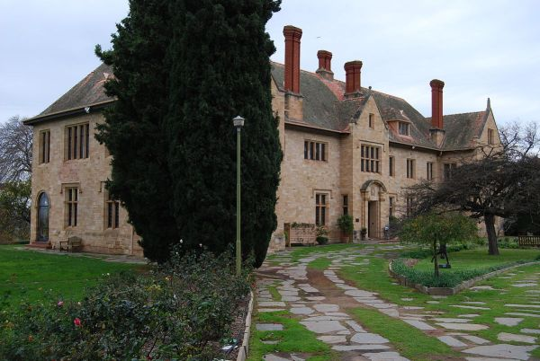 Carrick Hill House photo by Peripitus via Wikipedia CC