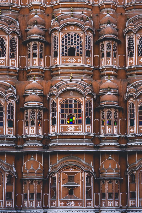 Hawa Mahal Palace photo by Derek Story via Unsplash