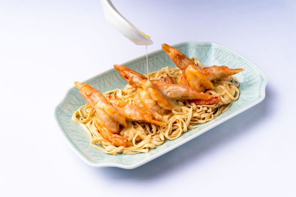 Baked Sea Prawn with E-fu Noodle