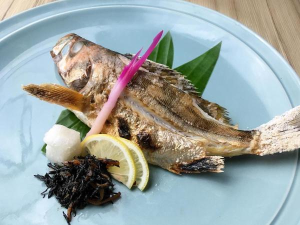 Mebaru shioyaki, boiled saltwater fish, is a purist's delight!