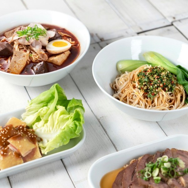 A range of KiKi signature noodle dishes are introduced for foodies in Hong Kong to savour, including the Stir-fried Minced Pork Mixed Noodles with Chive Flowers and Fermented Black Bean; Sichuan Spicy Tofu Noodles in Soup, Duck Blood, and Sliced Pork, and the signature KiKi Dan Dan Noodles, a heartwarming, comforting classic, with the KiKi spin