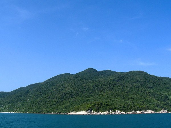 Cham Islands by Kok Leng Yeo via Wikipedia CC