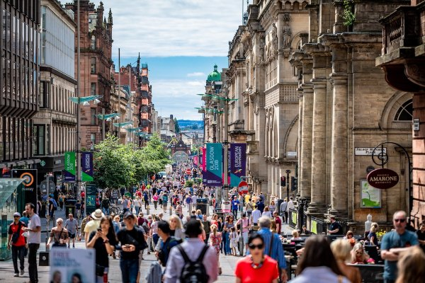 Sunny day on Glasgow Buchanan Street by Artur Kraft via Unsplash - Glasgow Travel Guide