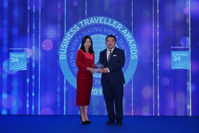 AirAsia Hong Kong and Macao CEO Celia Lao accepting the trophy for Best Low-cost Airline at the 2019 Business Traveller Asia-Pacific Awards held in Hong Kong.