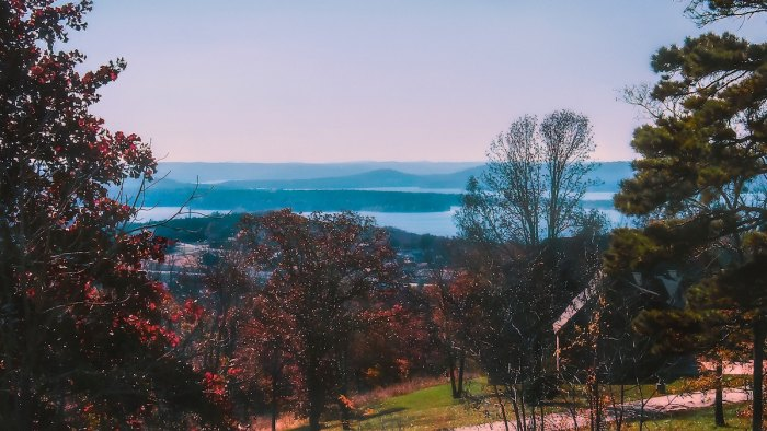 Branson, Missouri photo by @kmitchhodge via Unsplash