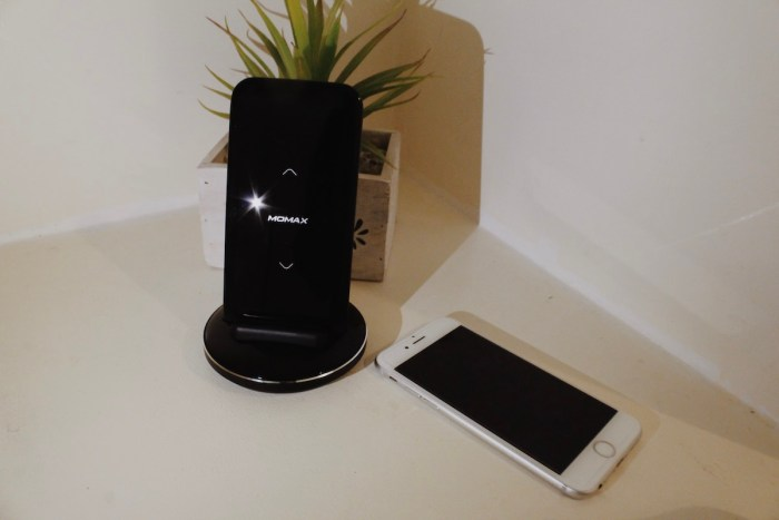 Momax Q. Power Pro Wireless Battery Pack with Smart Dock