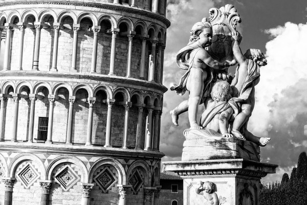 Statue near the tower of Pisa