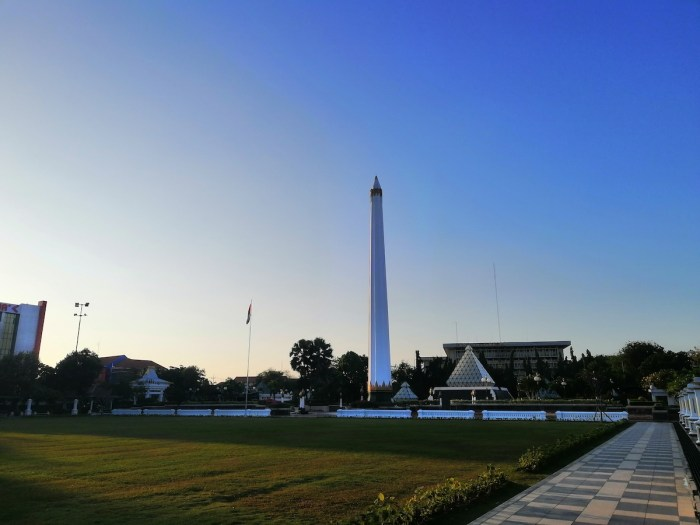 A sight of the Heroes Monument close to dusk