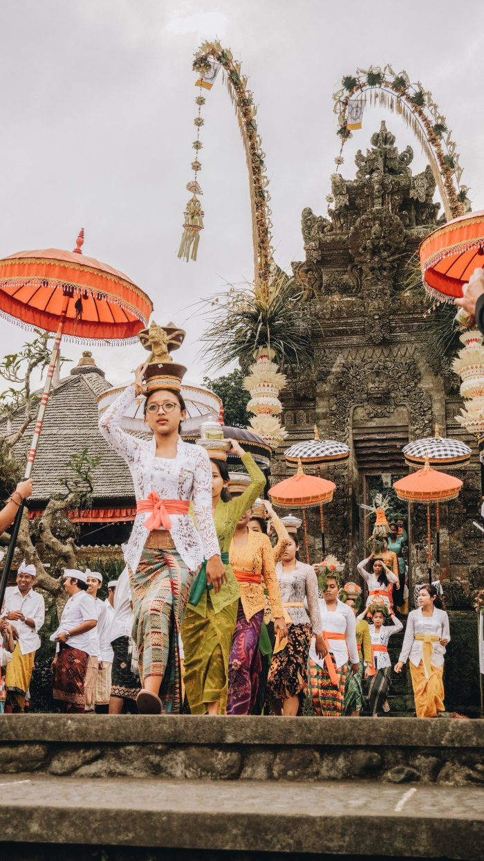 Festival in Bali by Ruben Hutabarat via unsplash