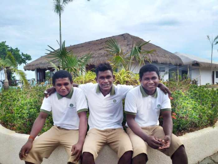 Ati Staff - Meet the brothers Eunel, Rodney and Reynante. They belong to the Ati tribe of Carabao Island.