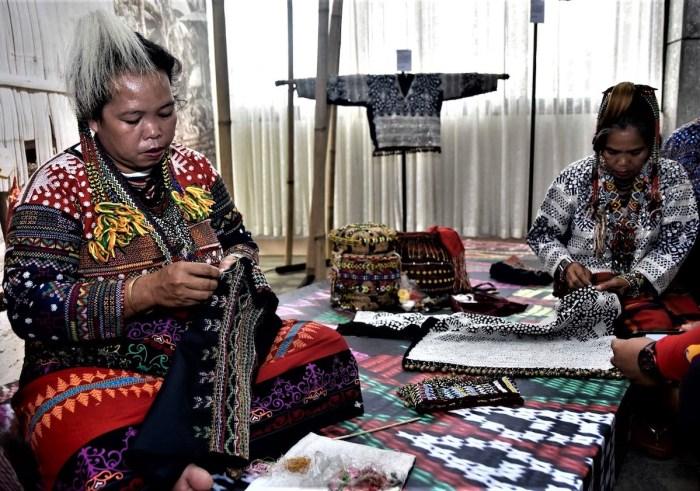 Tagkaolo tribal weavers