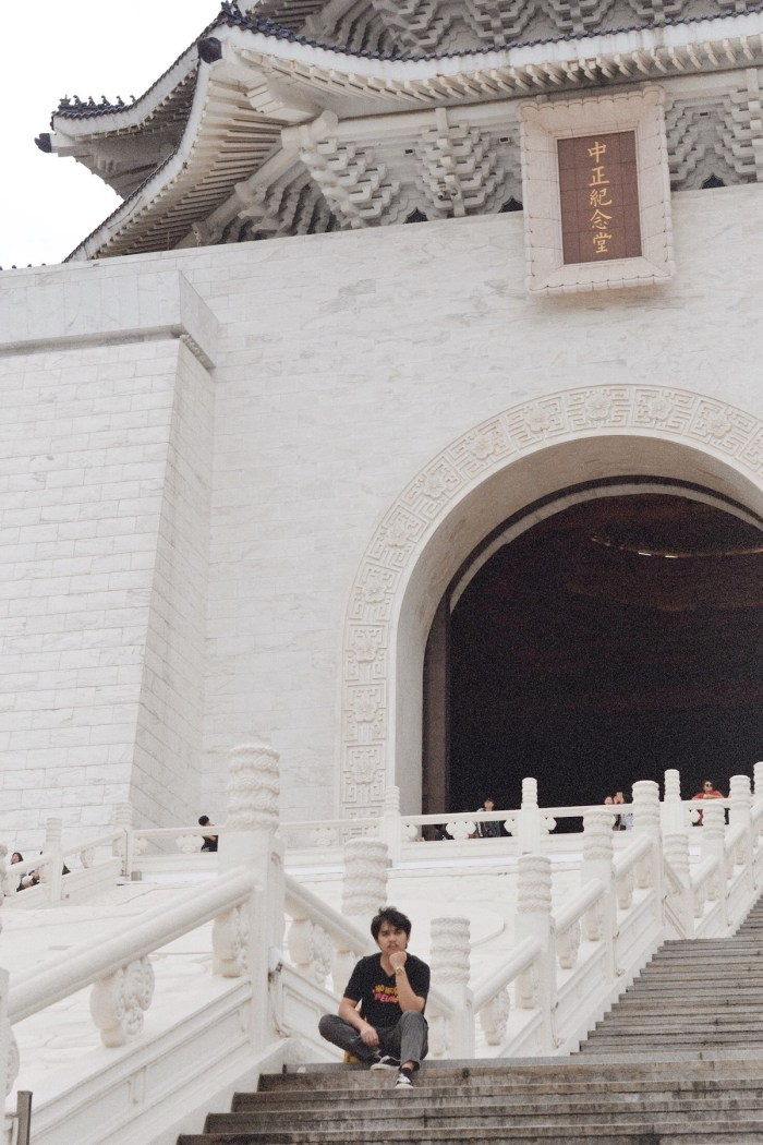 The steps leading to the bronze statue of Chiang Kai Shek at the Chiang Kai Shek Memorial Hall