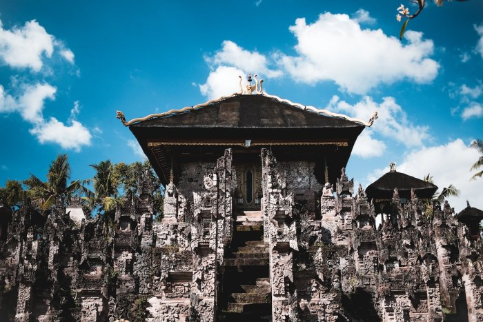Beji Temple in Singaraja Bali photo by @powwpic via Unsplash