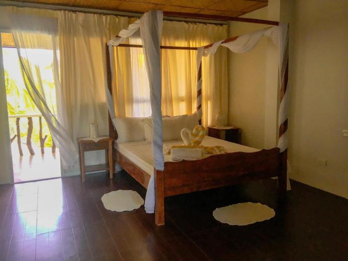 Carabao's Rocksbay Resort