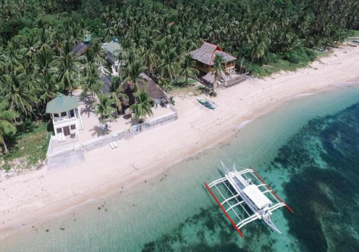 Lanas Beach Resort in Carabao Island