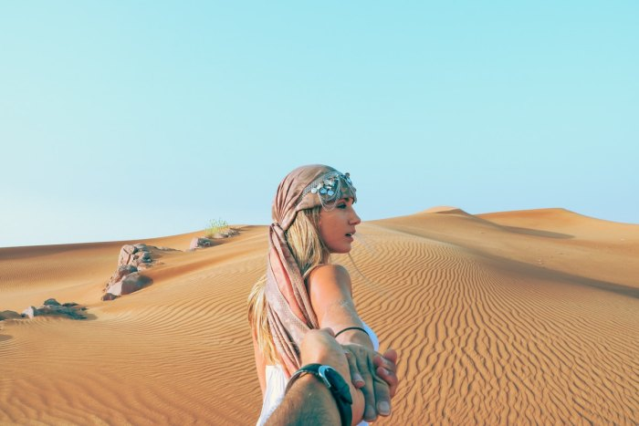 Visit the Dubai desert photo by @valeriaandersson via Unsplash