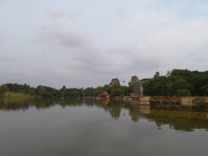 Ayer Keroh Lake photo by Chongkian via Wikipedia-CC