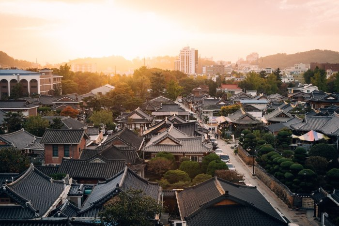 Sunset in Hanok Village in Jeonju Korea photo by @rawkkim via Unsplash
