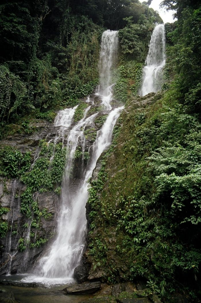 Tamaraw Falls foto por Kok Leng Yeo a través de Wikipedia CC