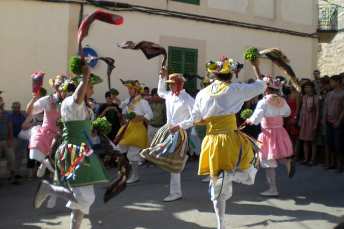 Ball dels Cossiers photo by GMA via Wikipedia CC