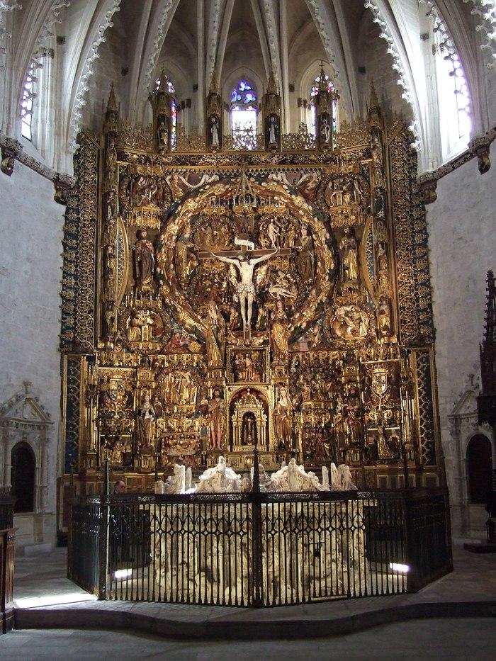 Retablo principal à l'intérieur de la Cartuja de Miraflores photo par Ecelan via Wikipedia CC