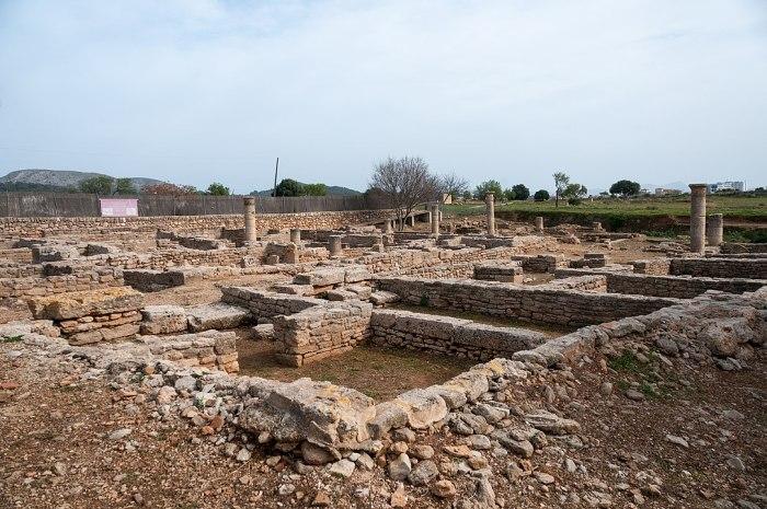 Roman Ruins in Pollentia Mallorca by Ralf Roleschek via Wikipedia CC