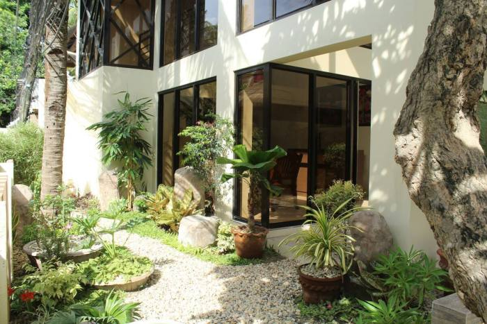 Airbnb 80 Steps to White Beach Station 3