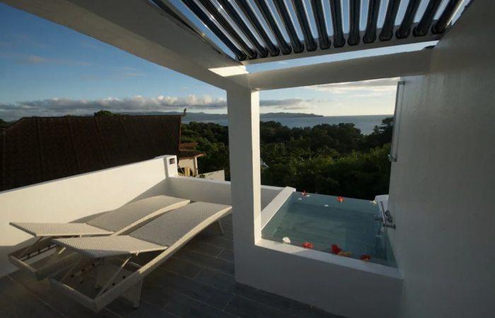 Luxury 2BR Villa in Boracay with rooftop bathtub