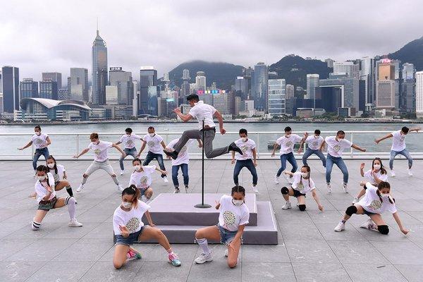 80 dancers performed alongside Aaron Kwok during his dance hits at Harbour City Ocean Terminal Deck, Hong Kong.