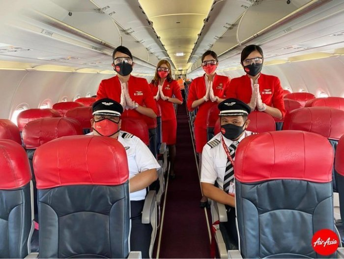 Allstar Cabin Crew and Pilots ready to #FlySafe with AirAsia.