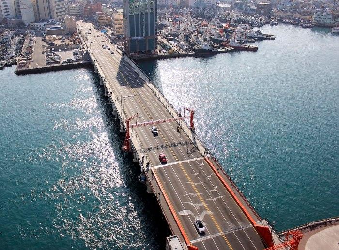 Yongodo Bridge for Mansingh Kim via Wikipedia CC