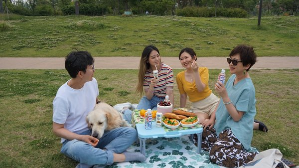 Customers in Korea enjoy Vinamilk soymilk and milk tea