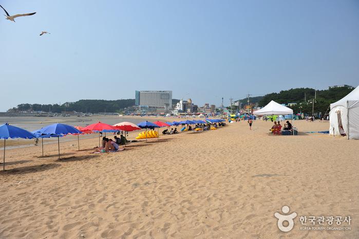Eurwangni Beach photo via VisitKorea.or.kr