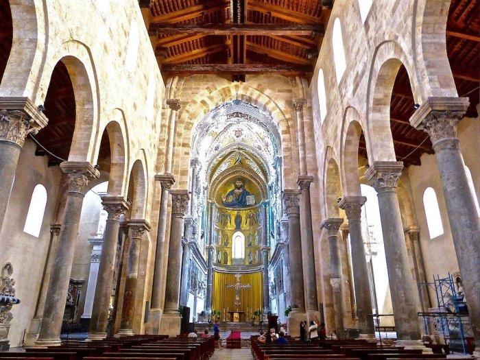 À l'intérieur de la cathédrale de Cefalu