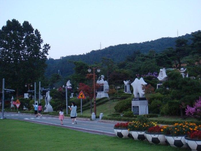 Ppuri Park by Ryuch via Wikipedia CC