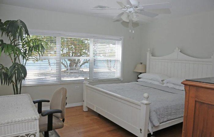 Beachfront Airbnb Ocean view Bedroom in Islamorada FL Keys