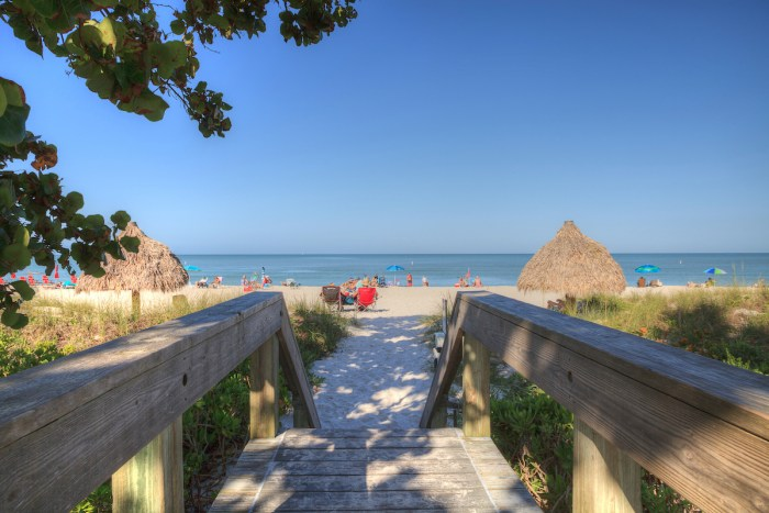 Clear blue sky over Lowdermilk Beach images via Depositphotos