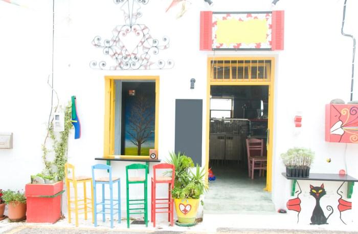 Coffee shop bar in Plaka Milos via DepositPhotos
