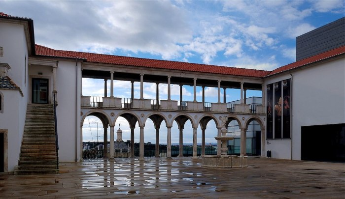 Courtyard of Machado de Castro National Museum by Alvesgaspar via Wikipedia CC
