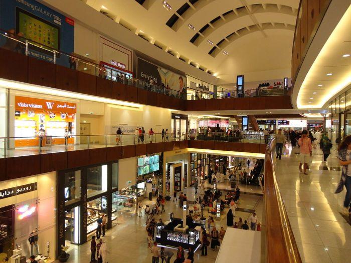 Dubai Mall by Shahroozporia via Wikipedia CC