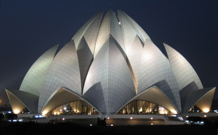Lotus Temple, Delhi India by Vandelizer via Wikipedia CC