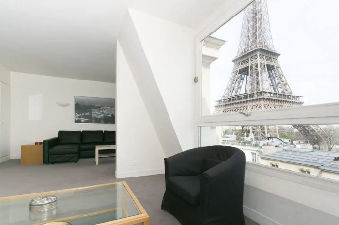 Paris Airbnb near Eiffel Tower