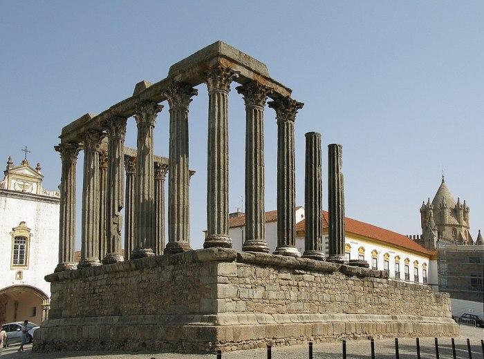 Roman temple in Evora by Alvesgaspar via Wikipedia CC